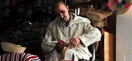 عبد السلام الفرشم.. حرفي يحول جريد الدوم إلى تحف فنية