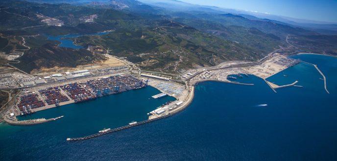 معالجة 4,8 مليون حاوية و65 مليون طن من البضائع بميناء طنجة المتوسط