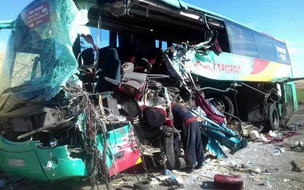 قتلى وجرحى في حادثة اصطدام بين حافلة لنقل المسافرين وشاحنة