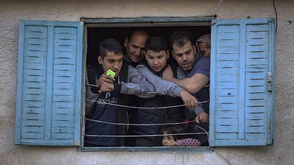 مغربي من أصل أربعة عانى من حالات صراع مع الأشخاص الذين قضى معهم فترة الحجر الصحي