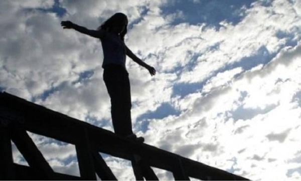 انتحار سيدة أربعينية برمي نفسها من سطح منزلها بطنجة