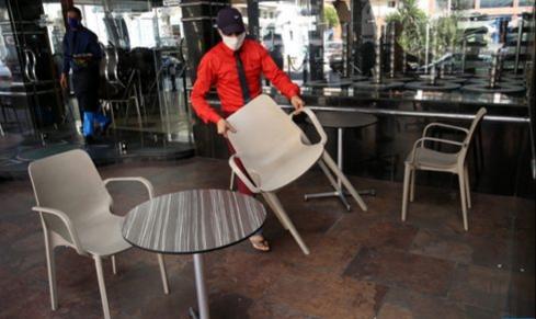 سلطات طنجة تحدد توقيتا جديدا لإغلاق المطاعم والمقاهي للحد من انتشار كورونا