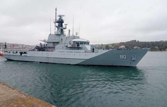 """السفينة العسكرية """"الزبارة"""" ترسو في ميناء طنجة المدينة"""
