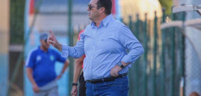 بيدرو بنعلي يودع لاعبي اتحاد طنجة ويغادر الحصة التدريبية