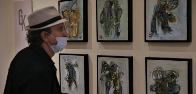 التشكيلي أحمد العمراني يكشف عن حميميته في معرض بطنجة