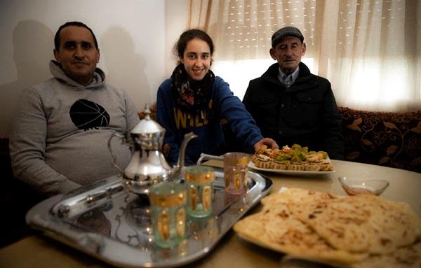 إسبانيا تتوِج تلميذة مغربية بوسام الاستحقاق لتفوقها دراسيا على 600 طالب متميز