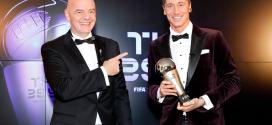 """""""روبرت ليفاندوفسكي"""" يتوج بجائزة أفضل لاعب في العالم لعام 2020"""