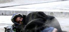 موجة البرد القارس تعمق جراح المشردين وتزيد من معاناتهم اليومية