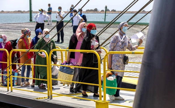 المغرب يفتح استثنائيا الحدود مع إسبانيا لإعادة أزيد من 12 ألف من العاملات الموسميات