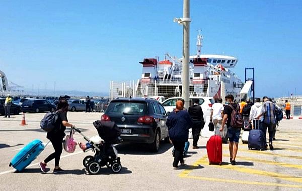 سفارة فرنسا تنظم رحلة بحرية من ميناء طنجة المتوسط لإجلاء رعاياها العالقين