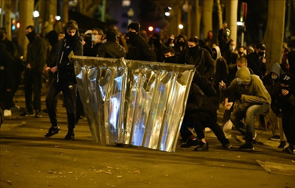 الاحتجاجات تتواصل بإسبانيا رفضا لاعتقال مغني الراب المعارض