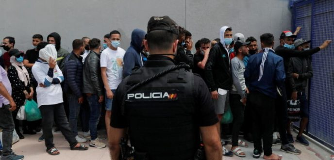 سلطات سبتة تعمل على إعادة القاصرين المغاربة ومئات المهاجرين يعيشون في ظروف صعبة