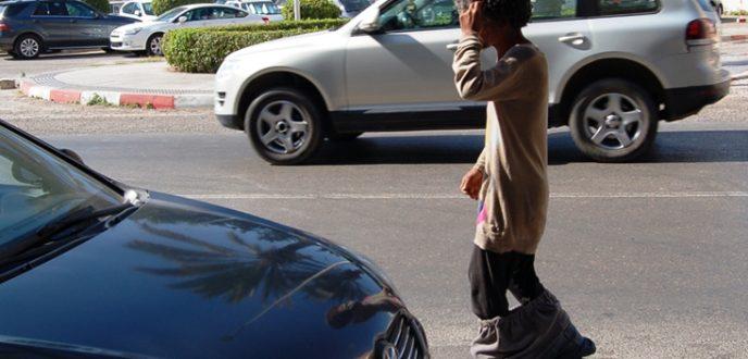 تجار العرائش يطالبون المسؤولين بالتدخل لوضع حد لانتشار المختلين عقليا والمشردين