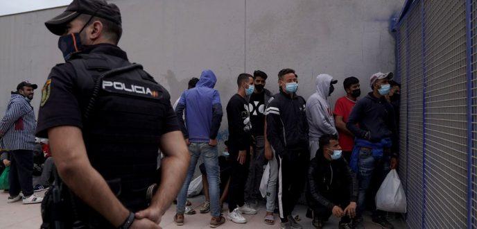 حقوقيون مغاربة يستنكرون انتهاك حقوق القاصرين المغاربة بسبتة وتطالب بوقف ترحيلهم